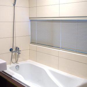 e58da1e585b6e781b0p1232601 300x300 - 浴室窗簾的3種選擇,打造專屬的浴室KTV!