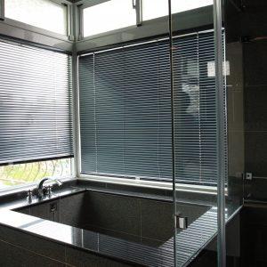 e78fa0e58589e990b5e781b0img 6319 300x300 - 浴室窗簾的3種選擇,打造專屬的浴室KTV!