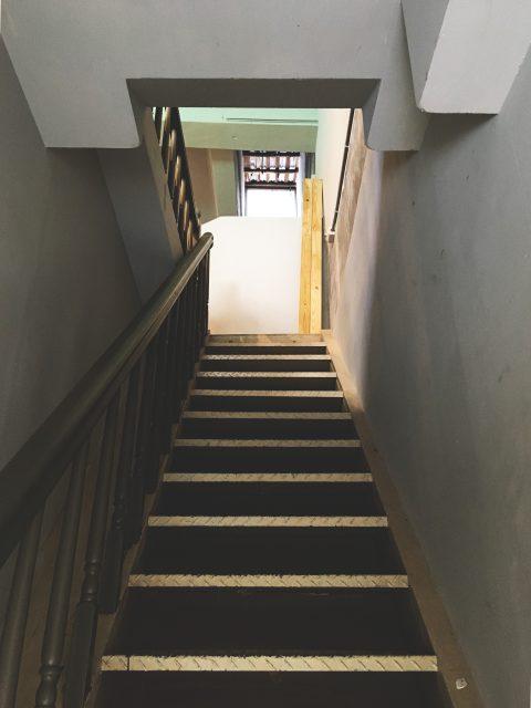 17060602a 480x640 - [案例] 轉角上樓到「角礫」,遇見桃園新藝文-透光捲簾