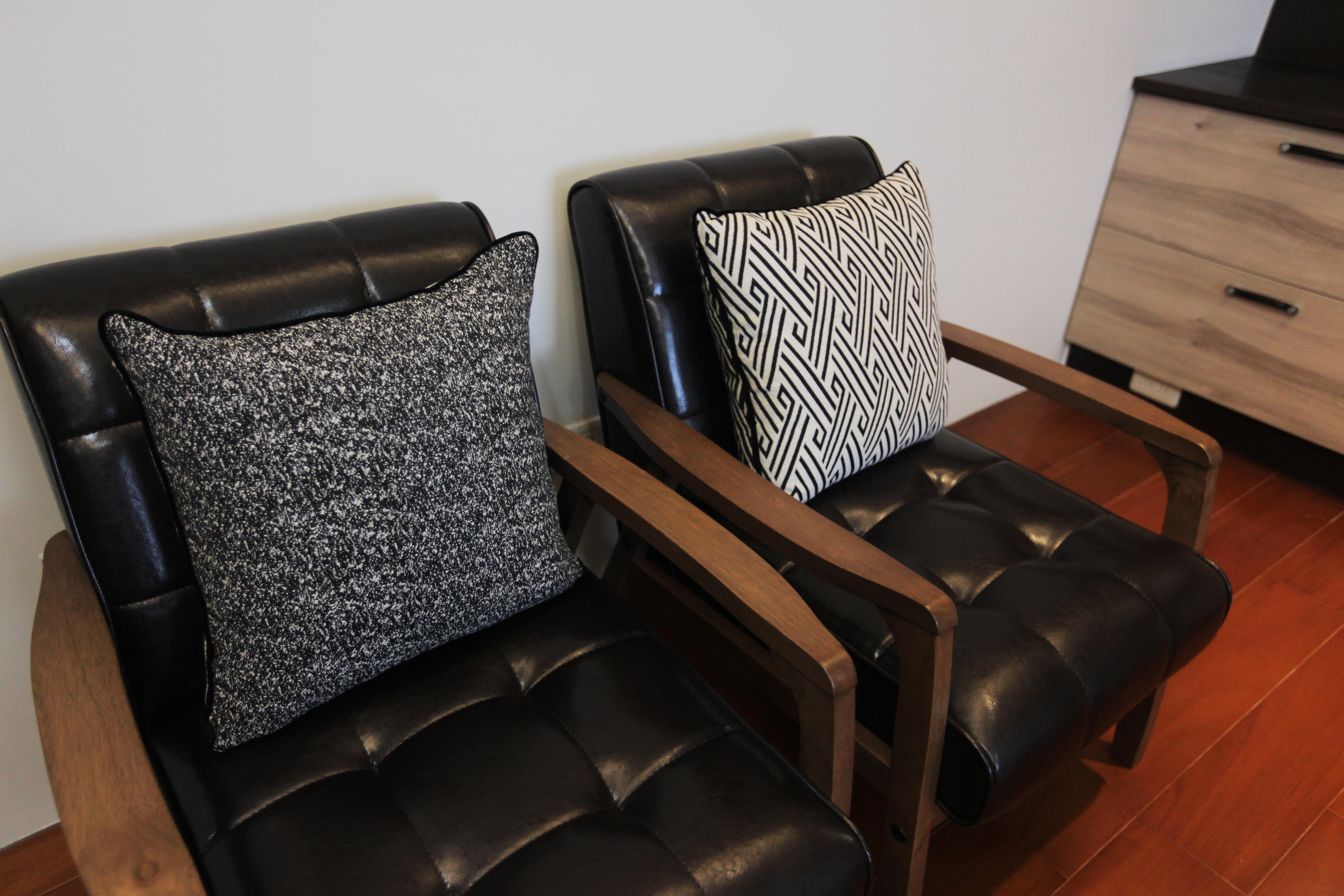 Laina IMG 4108 1 - [案例] 新古典輕奢華!林口醫生的家-捲簾.訂製布簾.百葉簾