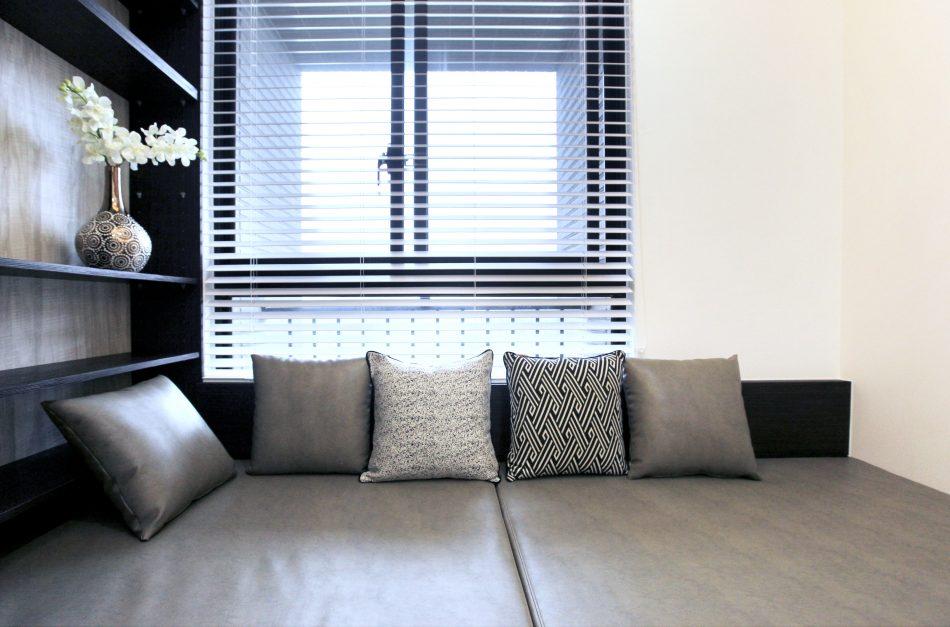 Laina IMG 4207 1 950x627 - [案例] 新古典輕奢華!林口醫生的家-捲簾.訂製布簾.百葉簾