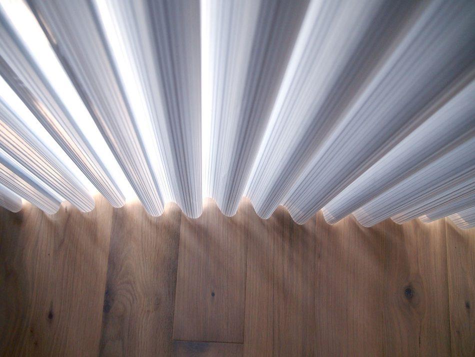 H108灰藍P9178746 950x713 - 【特輯】用莫蘭迪色調窗簾,營造如宮廷般的大器溫柔感!