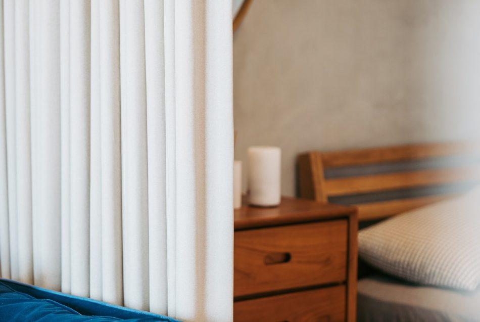 18090601e 950x637 - [案例] 小空間低預算隔間術!隔間簾的運用示範-布簾.捲簾