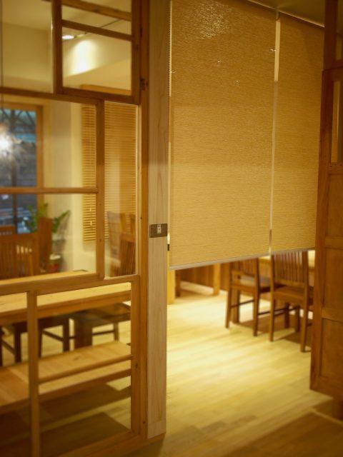 隔間簾 捲簾 客廳窗簾 窗簾推薦 客廳設計 RollerBlinds Livingroom Restaurant