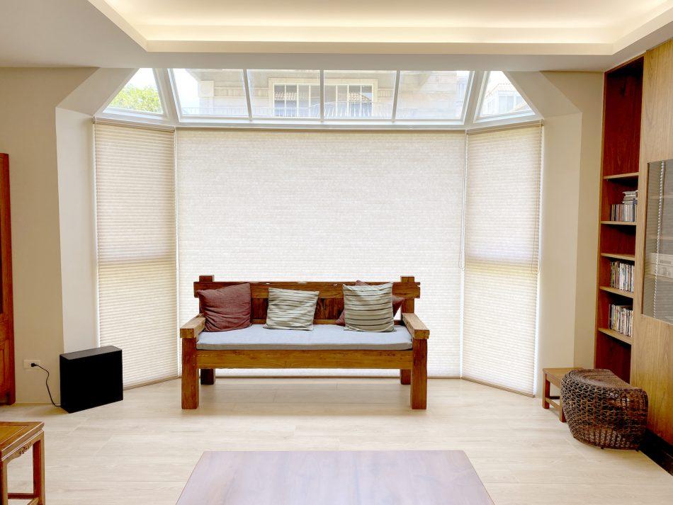 風琴簾 蜂巢簾 八角窗 凸窗 天窗 客廳窗簾 客廳設計 Villa風 TDBU上下雙向開闔系統