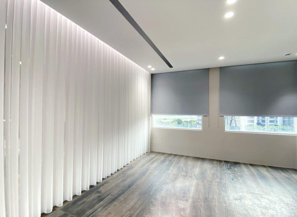 窗簾盒 隱藏式窗簾盒 間接照明 捲簾 柔紗直立簾 客廳設計