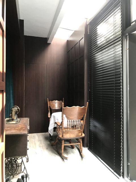 黑色窗簾 木百葉 古典風 客廳設計 落地窗 客廳窗簾