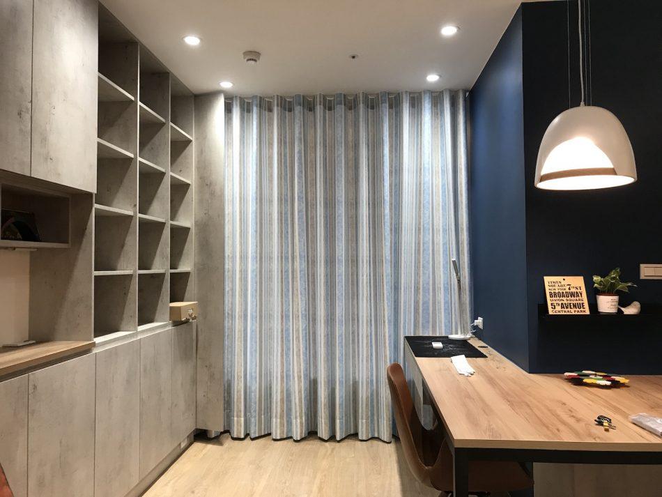 隔間簾 蛇形簾 藍色窗簾 工作室窗簾 咖啡廳設計
